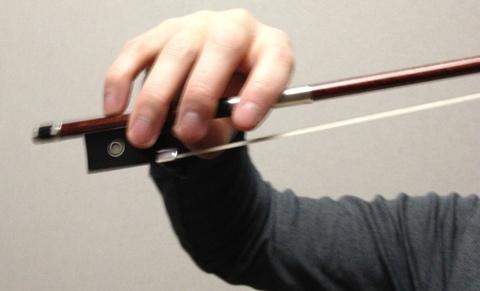 持ち バイオリン 方 弓 いまさら聞けないバイオリンの弓の正しい持ち方教えます│タサカログ